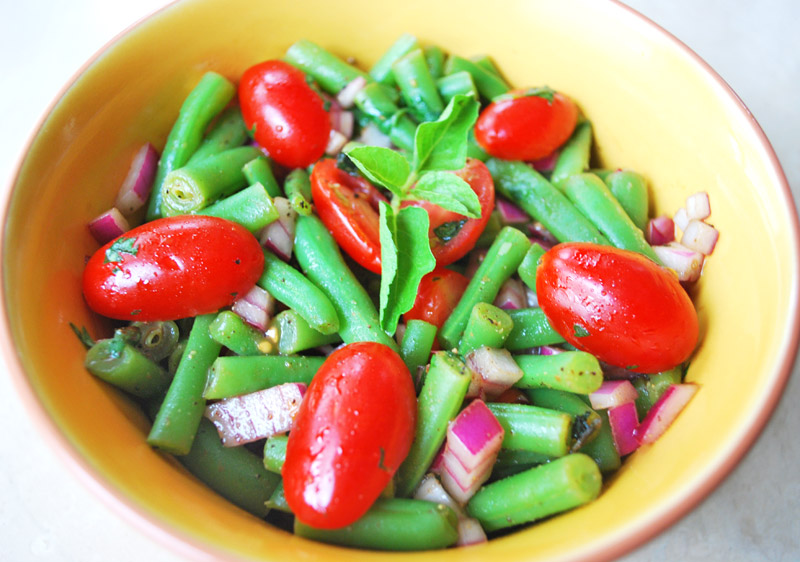 French Bean and Tomato Salad with Vinaigrette | Recipe Treasure | recipetreasure.com