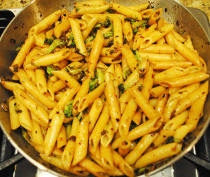 Spicy Penne with Broccoli and Garlic - Ingredient - Saute Pasta - Pasta Mix Well with Sauce | Recipe Treasure | recipetreasure.com