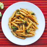 Spicy Penne with Broccoli and Garlic | Recipe Treasure | recipetreasure.com