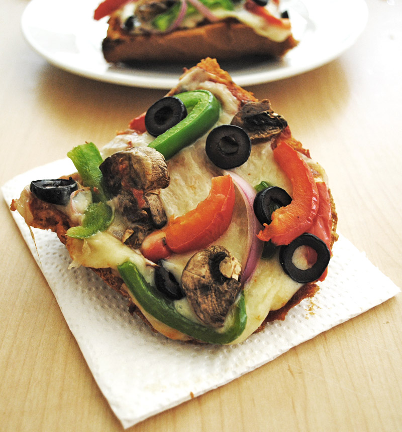 Veggie Lover's French Bread Pizza | Recipe Treasure | recipetreasure.com