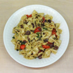 Bow-Tie Pasta with Tomatoes, Basil, and Olives | RecipeTreasure | Recipe Treasure | recipetreasure.com