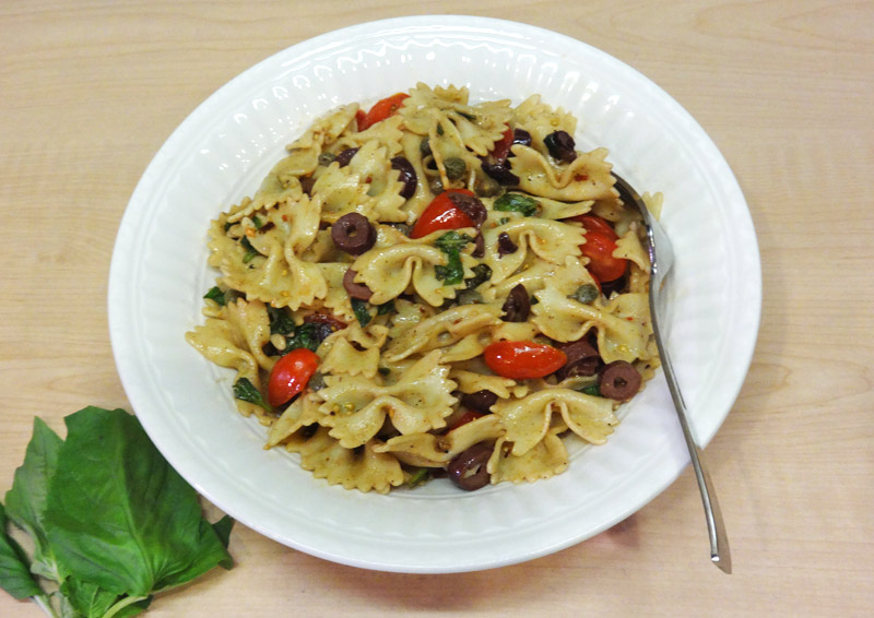 Bow-Tie Pasta with Tomatoes, Basil, and Olives | RecipeTreasure ...