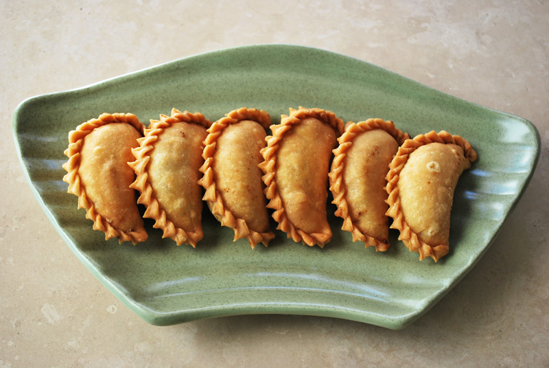 Gunjiya gujiya gujia indian sweet recipe treasure gunjiya recipe treasure forumfinder Choice Image